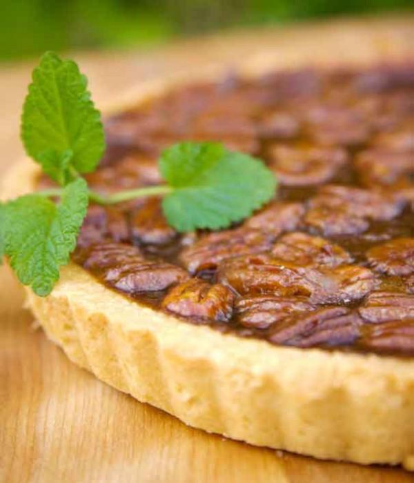 Chocolate Pecan Bourbon Pie from Delightful Pastries